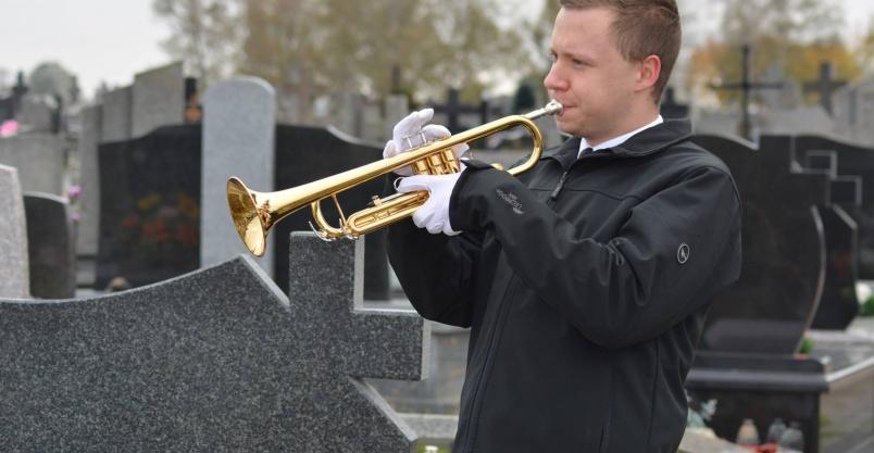 Trąbka na pogrzeb. Organista na pogrzeb  Kliknięcie w obrazek spowoduje wyświetlenie jego powiększenia