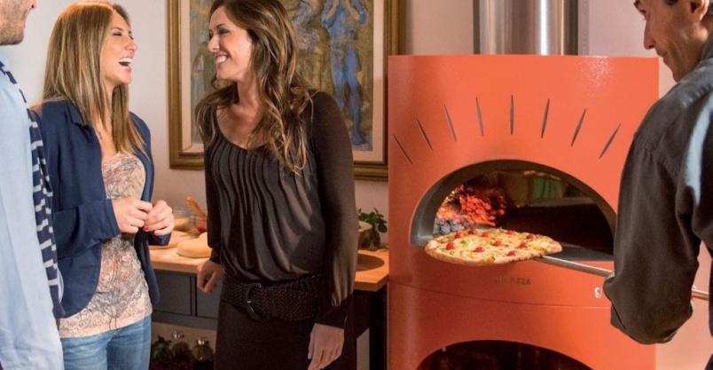 Biesiadowanie z piecem do pizzy (piecem chlebowym) Kliknięcie w obrazek spowoduje wyświetlenie jego powiększenia