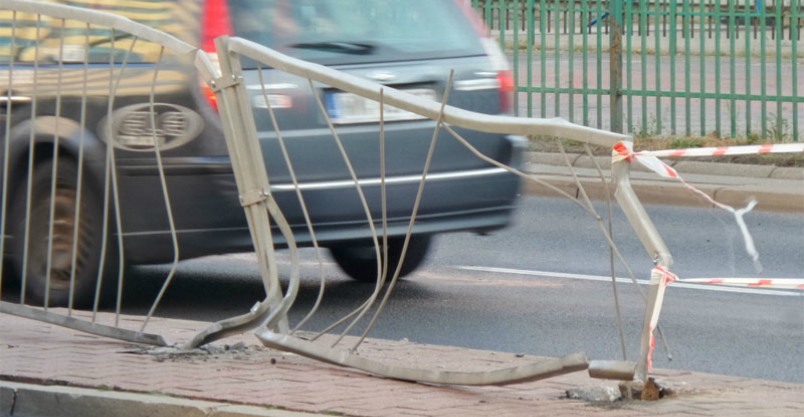 Uderzenie w barierki i rajd 17-latka Kliknięcie w obrazek spowoduje wyświetlenie jego powiększenia