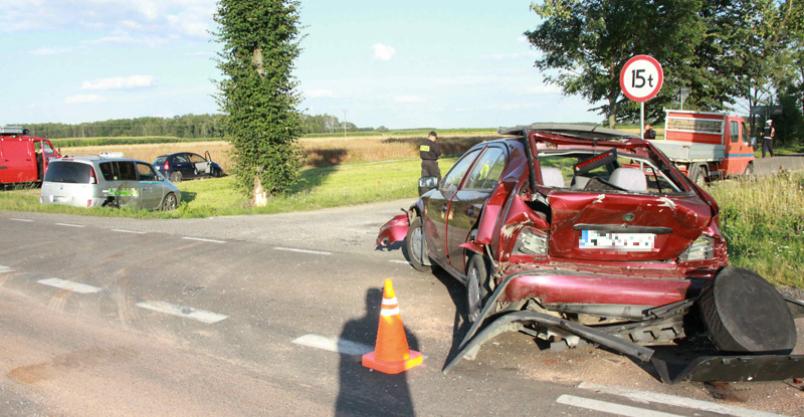 Zderzenie trzech aut. Dwaj kierowcy w szpitalu Kliknięcie w obrazek spowoduje wyświetlenie jego powiększenia