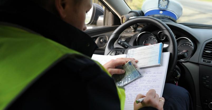 Mandaty kartą płatniczą w terminalach drogówki Kliknięcie w obrazek spowoduje wyświetlenie jego powiększenia