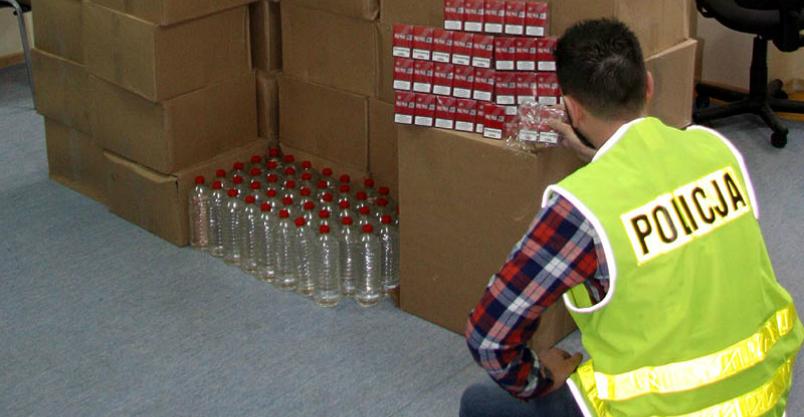 Ponad tysiąc litrów alkoholu i 617 paczek papierosów Kliknięcie w obrazek spowoduje wyświetlenie jego powiększenia