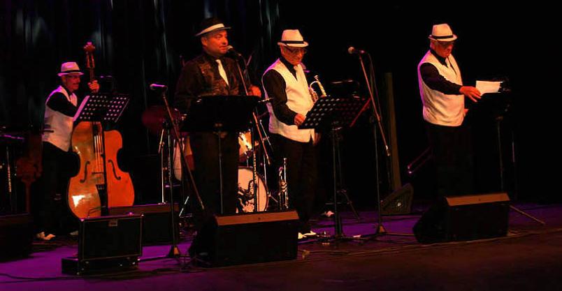 """Armstrong, The Warsaw Dixielanders i """"Sto lat"""" na scenie Kliknięcie w obrazek spowoduje wyświetlenie jego powiększenia"""