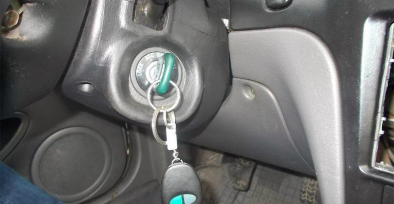 Nocny rajd nastolatka kradzionym autem zakończony na słupie Kliknięcie w obrazek spowoduje wyświetlenie jego powiększenia