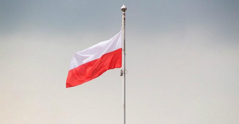 """""""Walka"""" z pandemią biało-czerwoną flagą... Kliknięcie w obrazek spowoduje wyświetlenie jego powiększenia"""
