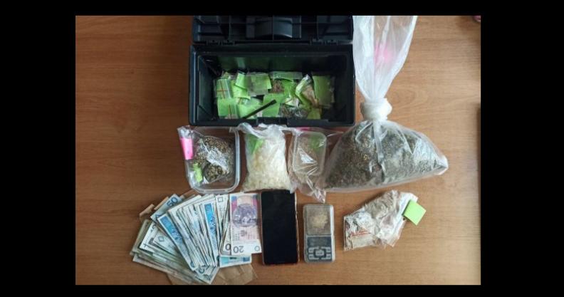 Pół kilograma narkotyków w jednym z płońskich mieszkań.  Kliknięcie w obrazek spowoduje wyświetlenie jego powiększenia