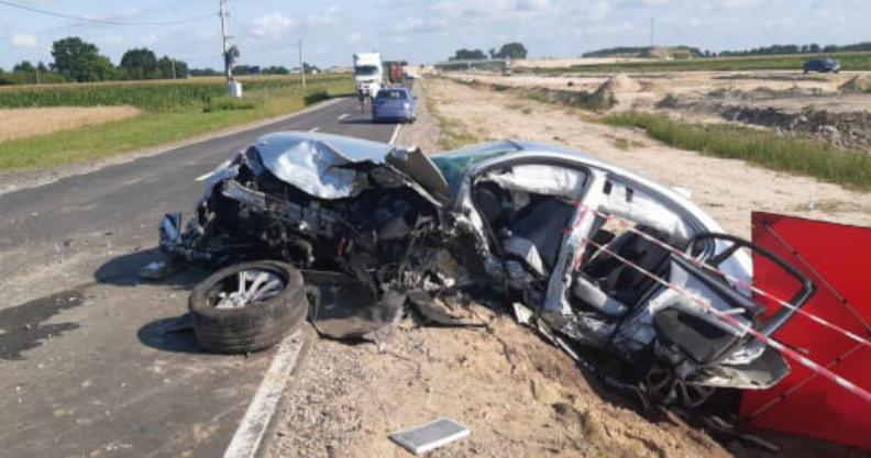 [AKTUALIZACJA] Nie żyje kierowca BMW. 19-latek przetransportowany LPR  Kliknięcie w obrazek spowoduje wyświetlenie jego powiększenia